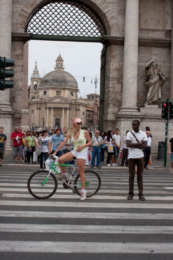 piazza del popolo biker photo by gabriele gelsi