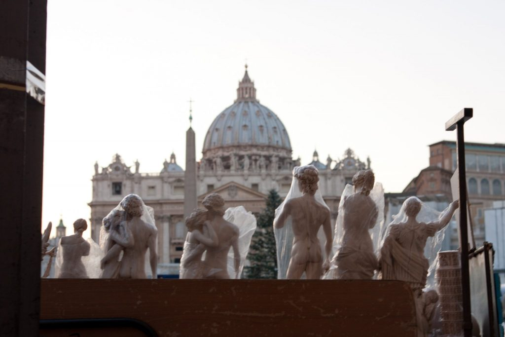 saint peter statues photo by gabriele gelsi